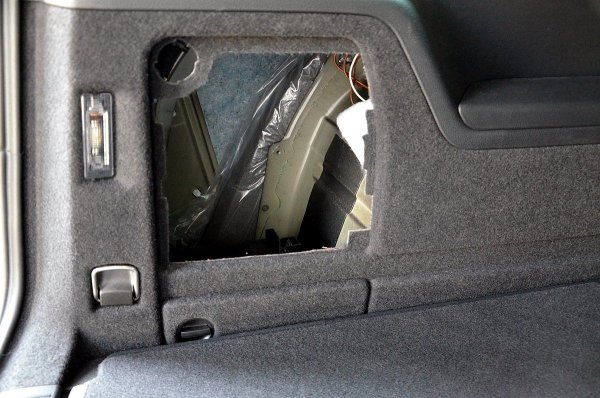 VW Sharan 2 - obudowa subwoofera
