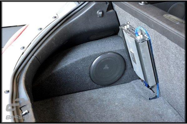 VW Beetle - obudowa subwoofera
